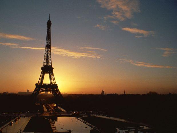 A Torre Eiffel, em Paris, França, foi o monumento mais valioso, avaliado em 434.660 bilhões de euros