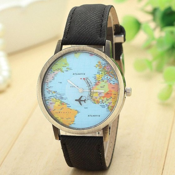 Relógio da Lady Lux traz fundo de mapa e avião que gira