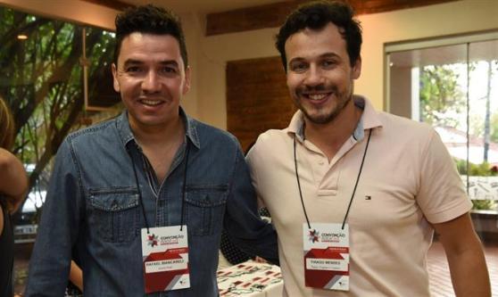 Rafael Biancareli, da Sonho Real, e Thiago Mendes, da Teatur Viagens e Turismo