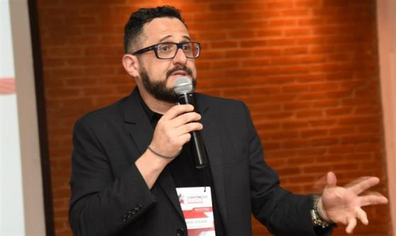 """Eduardo Zugaib, que ministrou palestra sobre """"A Revolução do Pouquinho no Turismo"""" na abertura do evento"""