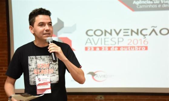 Quem comandou a apresentação dos cases de sucesso da Aviesp foi Rafael Biancareli, da Sonho Real