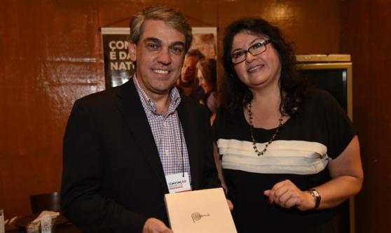 Fernando Santos, presidente da AVIESP, com Milagros Ochoa, representante da Comissão de Promoção do Peru para a Exportação e Turismo (Promperú) no Brasil