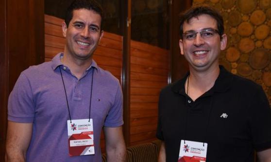 Rafael Ricci, da Kalina Viagens, e Guilherme Padilha, da Itajubá Viagens e Turismo