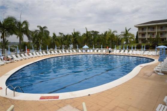 Uma das piscinas do empreendimento