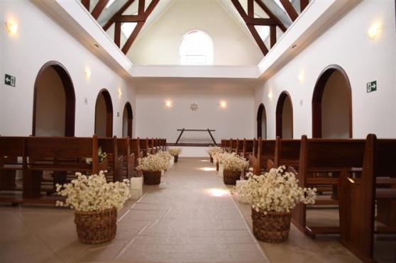 O resort conta com uma capela própria