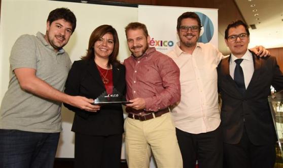 Paulo Szczerbenko, Luiz Fernando Vieira e Edi Guerreiro, da Viajar Barato, junto com Diana Pomar (ao centro) e Gabriel López (direita), do Conselho de Promoção Turística do México