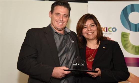 Diego Castagnet, da Avianca, recebe o reconhecimento pela aérea