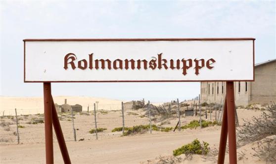 Placa com o nome da cidade - em alemão-, logo na entrada do local