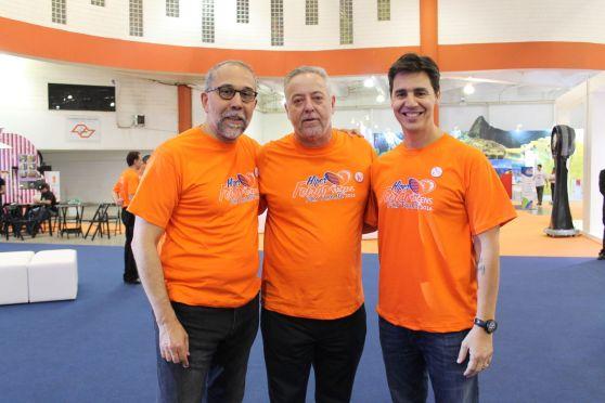 Rui Alves, vice-presidente do grupo Flytour Gapnet, Michael Barkoczy e Christiano Oliveira, presidente do grupo