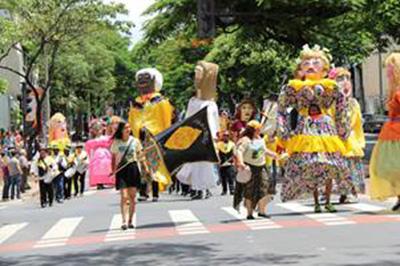 Serão mais de 300 blocos desfilando pelas ruas de Belo Horizonte